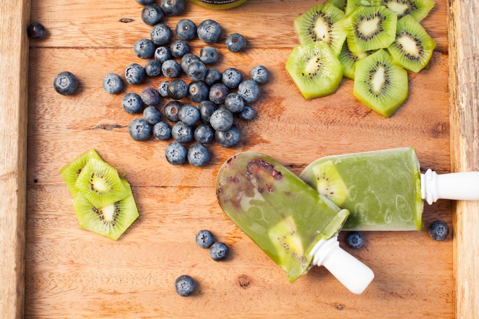 berry-green-juice-liquidology-popsicles-00