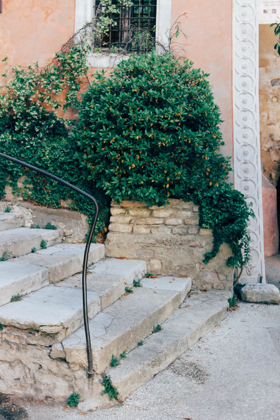 citnb-gordes-south-of-france-04