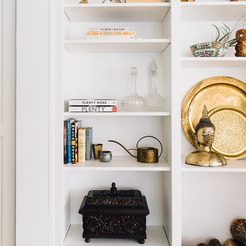 citnb-family-room-shelfies-00