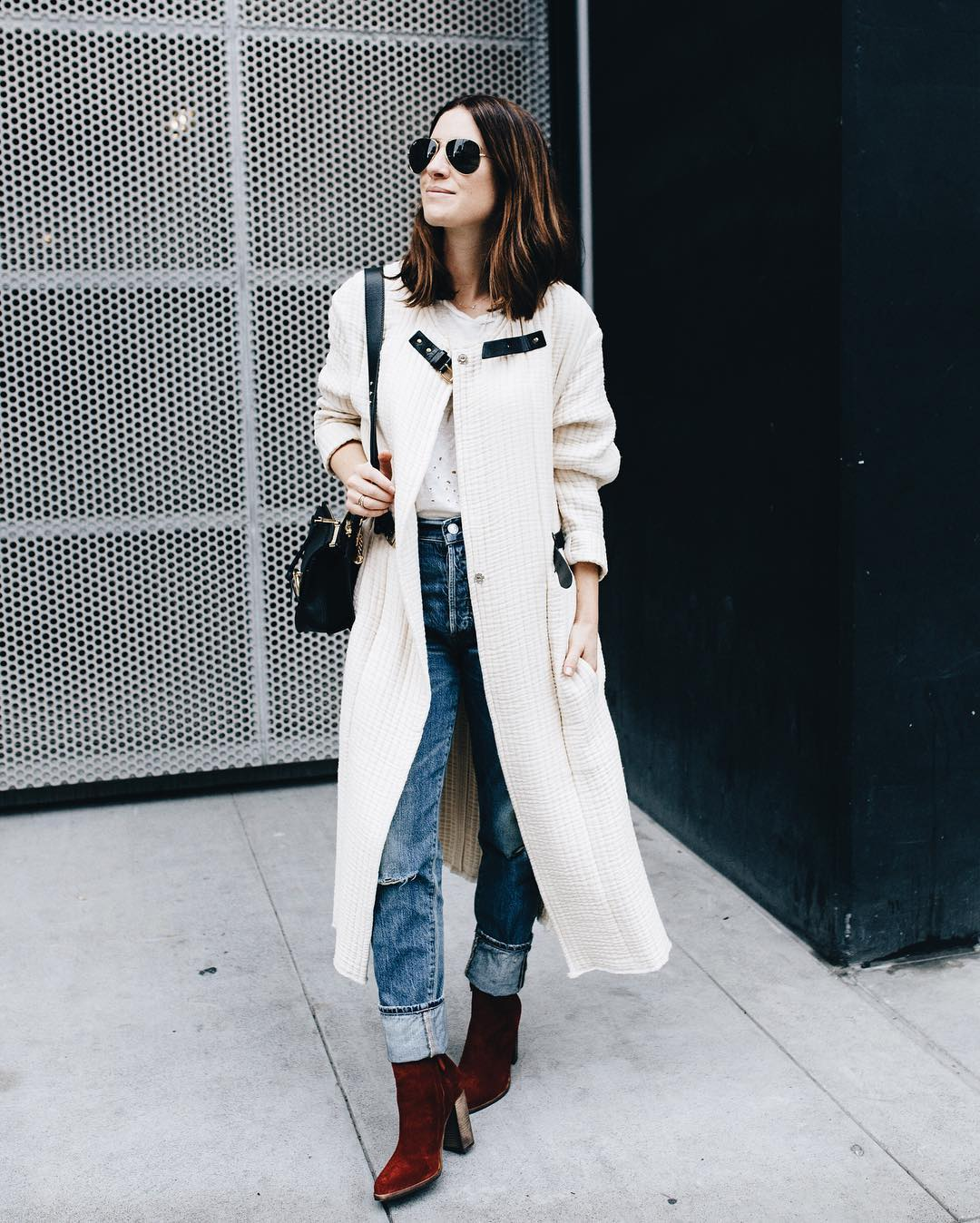 I keep grabbing for the winter whites! Giving this coat lots of love this season... new post on the blog! 📷 @lydiahudgens
